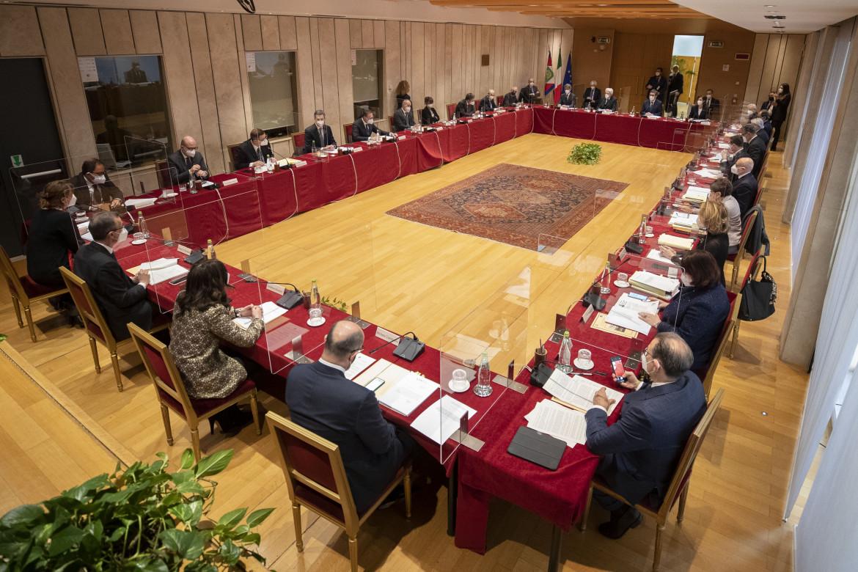 Il presidente ergio Mattarella presiede l'Assemblea plenaria del Consiglio Superiore della Magistratura lo scorso 23 marzo 2021