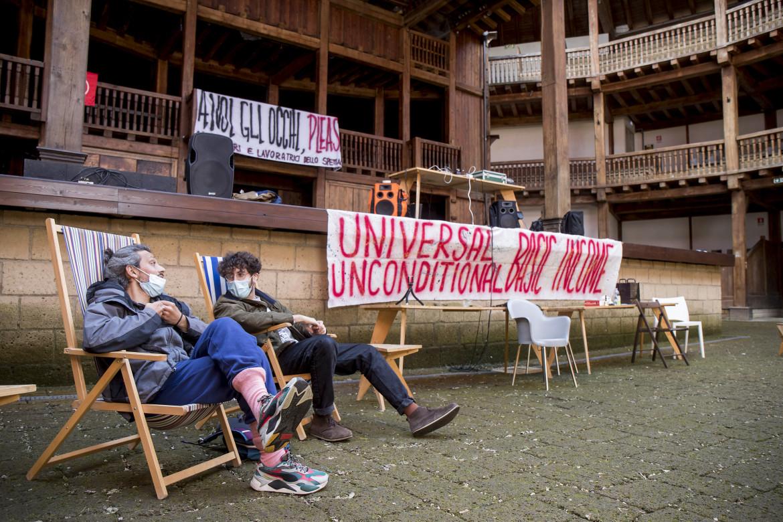 L'occupazione al Globe Theatre