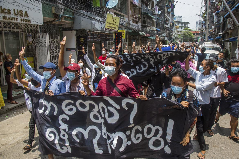 Proteste a Yangon