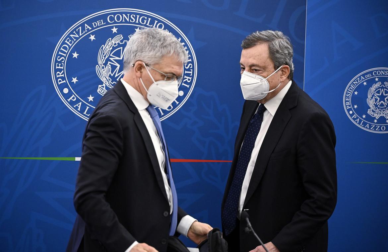 Il ministro dell'Economia Daniele Franco e il presidente del Consiglio Mario Draghi