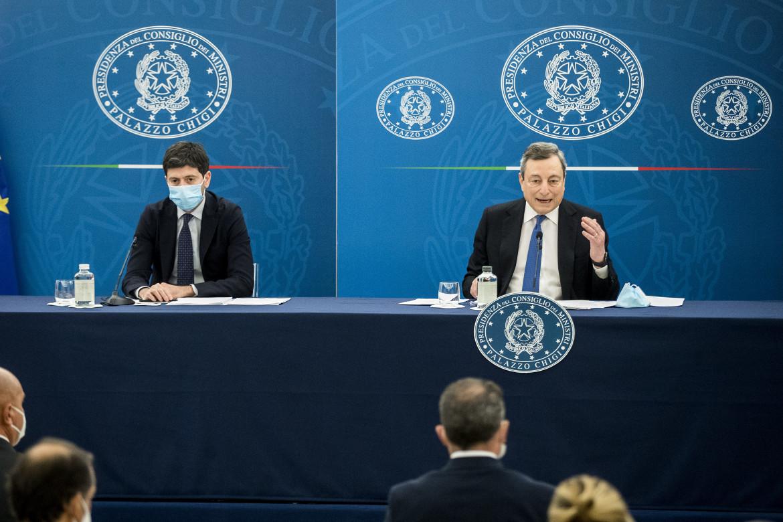 Roberto Speranza e Mario Draghi in conferenza stampa