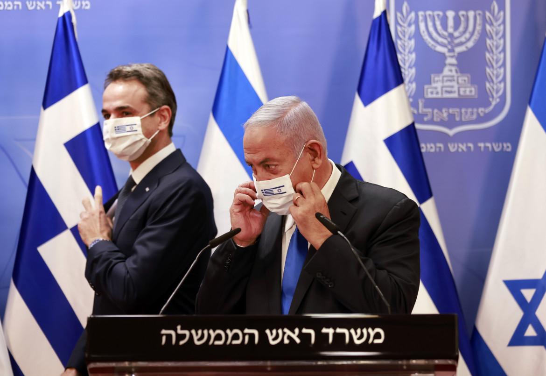 Il premier greco Kyriakos Mitsotakis con Benyamin Netanyahu