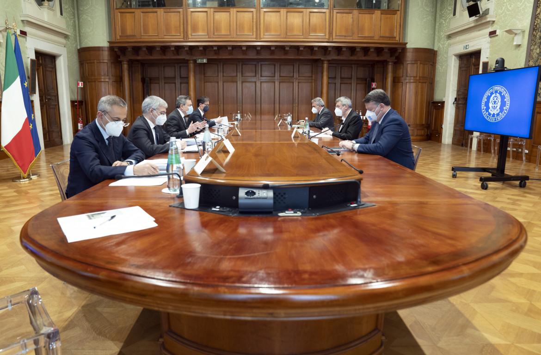 L'incontro a palazzo Chigi fra Draghi e i sindacati