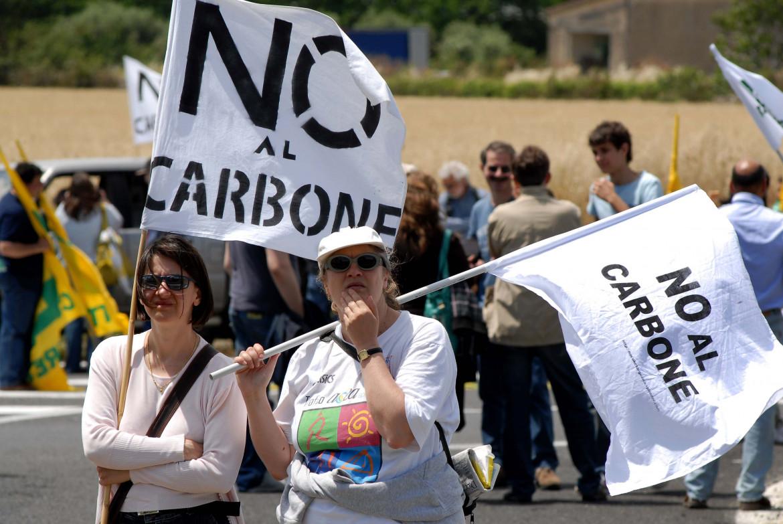 Protesta contro la centrale di Civitavecchia
