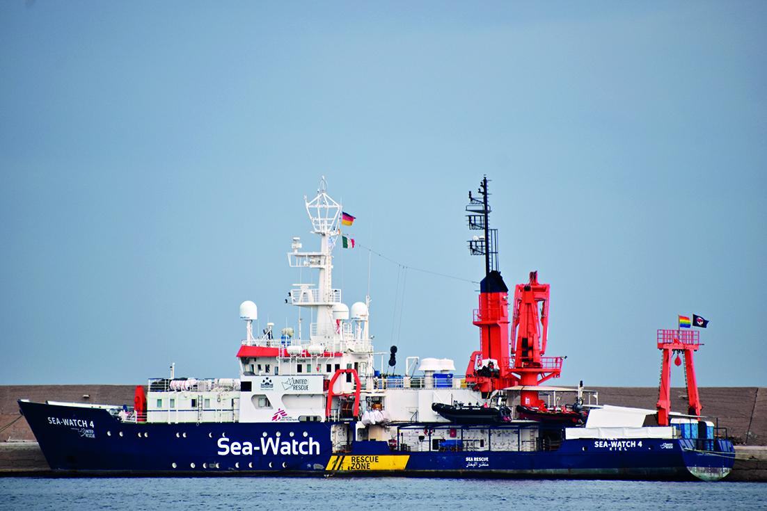 La Sea-Watch 4 ferma a Palermo