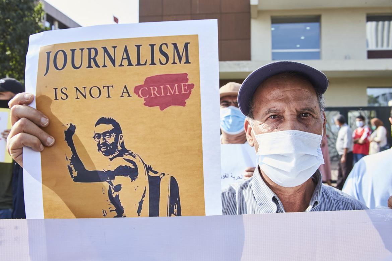 Protesta al tribunale di Casablanca durante il processo a Omar Radi