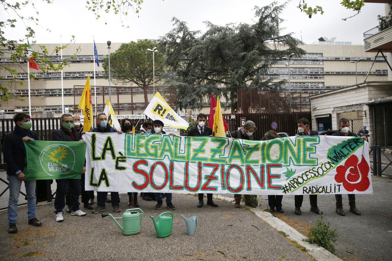 Roma, manifestazione dei Radicali Italiani in supporto di Walter De Benedetto