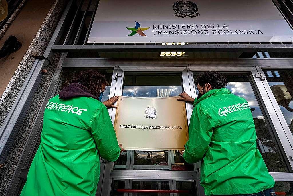 L'azione di ieri di Greenpeace a Roma
