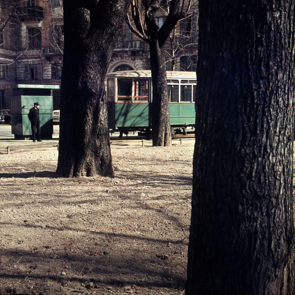 Cesare Colombo, Via Legnano, 1958, Milano, Civico Archivio Fotografico, foto da C. C., Silvana Editoriale, 2020