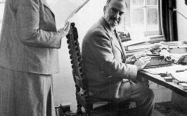 Larcheologo Max Mallowan e Agatha Christie nella loro casa in Inghilterra nel 1950