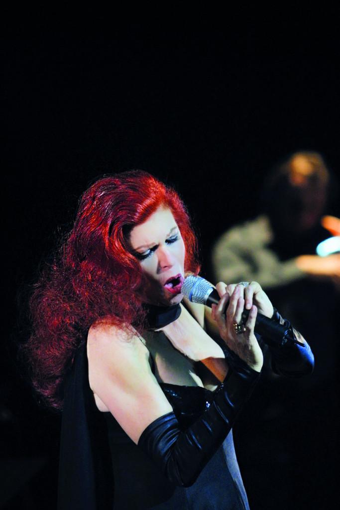 Milva al teatro comunale di Ferrara nel 2001 in «Milva canta Astor Piazzolla»