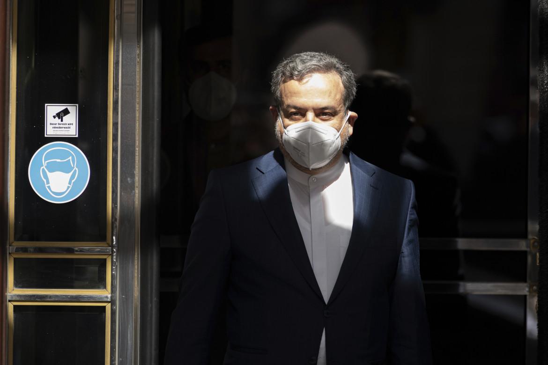 Il viceministro degli Esteri iraniano Abbas Araghchi al Grand Hotel di Vienna, che ospita i colloqui del comitato congiunto dell'accordo sul nucleare del 2015