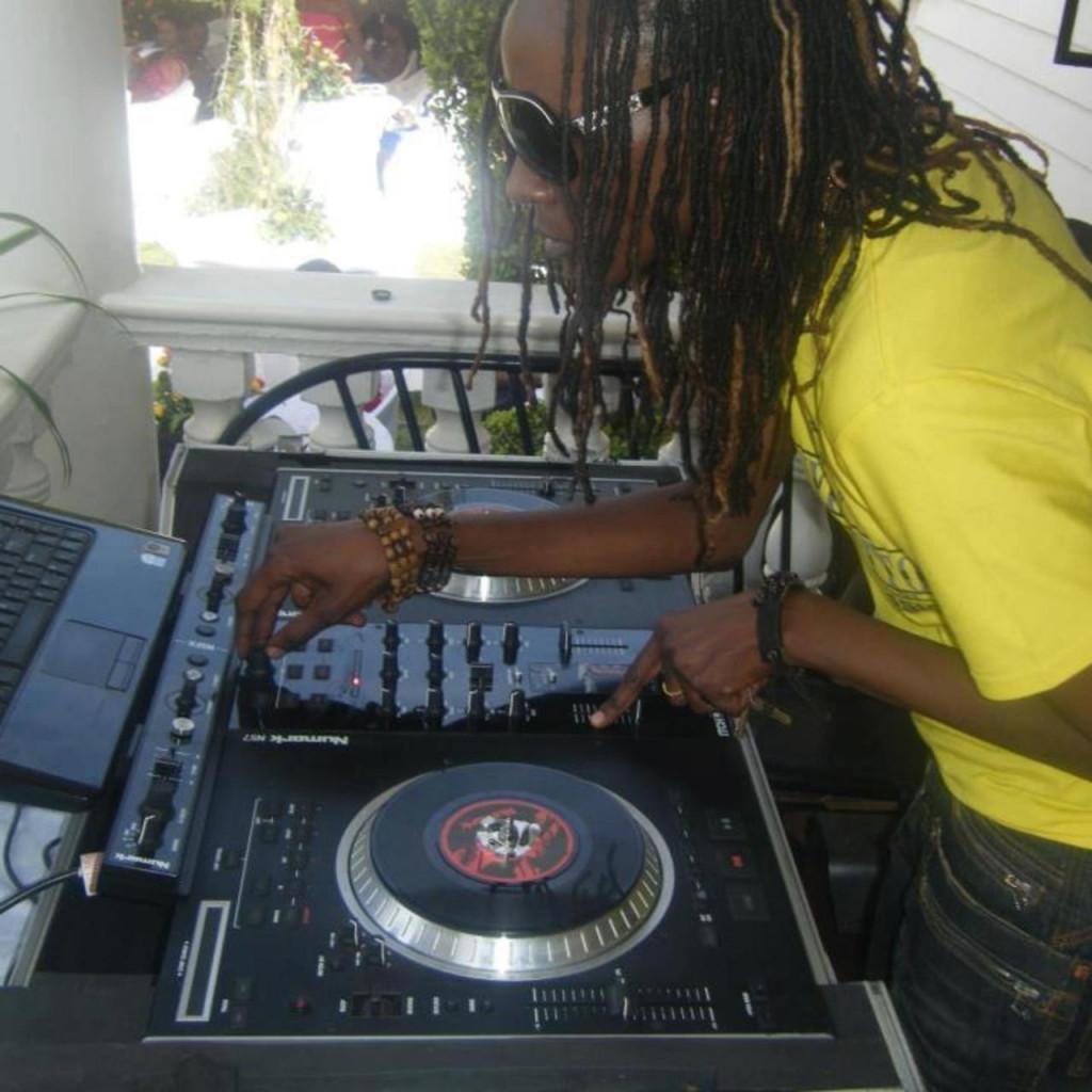 DJ Rachael in azione