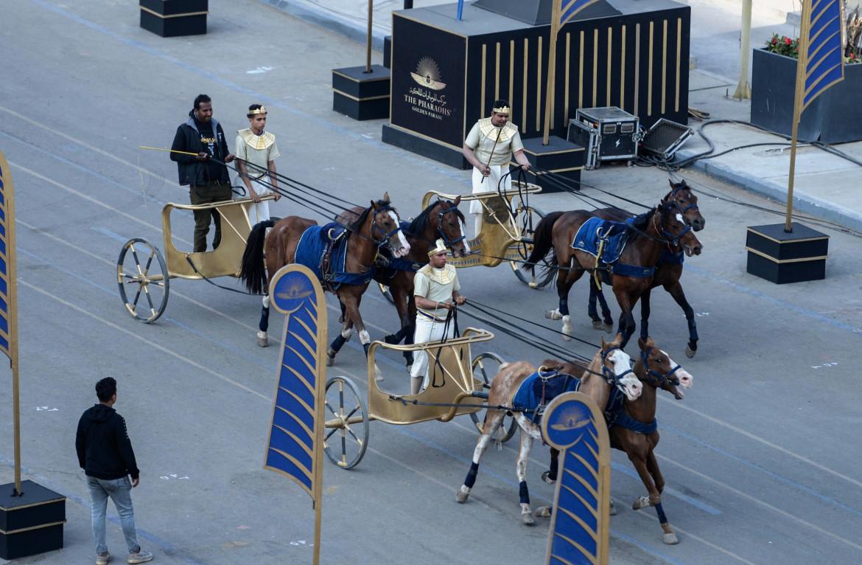 La parata dei faraoni, ieri al Cairo
