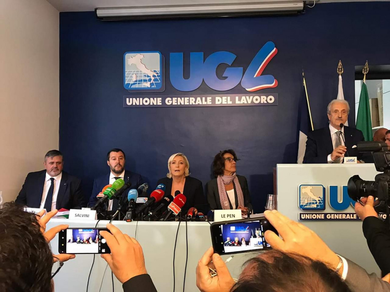 La riunione fra Matteo Salvini e Marine Le Pen ospitata al confresso dell'Ugl dal segretario Paolo Capone (a sinistra)