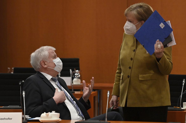 Angela Merkel con il ministro dell'Interno Horst Seehofer