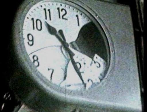 L'orologio della stazione di Bologna fermo nell'ora della strage
