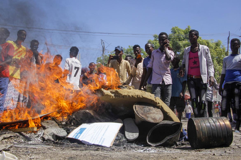 Una barricata nelle strade di Mogadiscio
