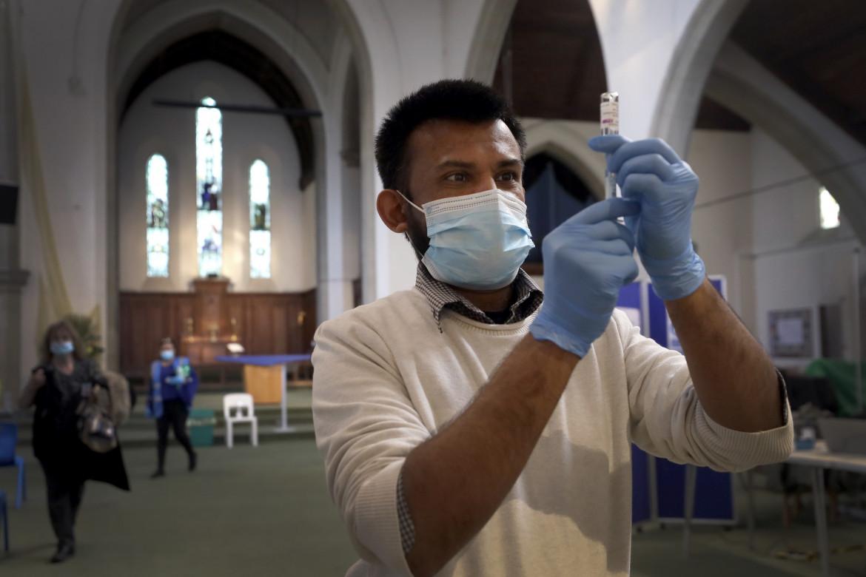 Vaccinazioni alla St John's Church di  Ealing, a Londra