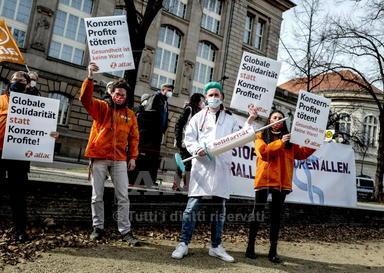 Manifestazione per la sospensione dei brevetti sui vaccini a Berlino