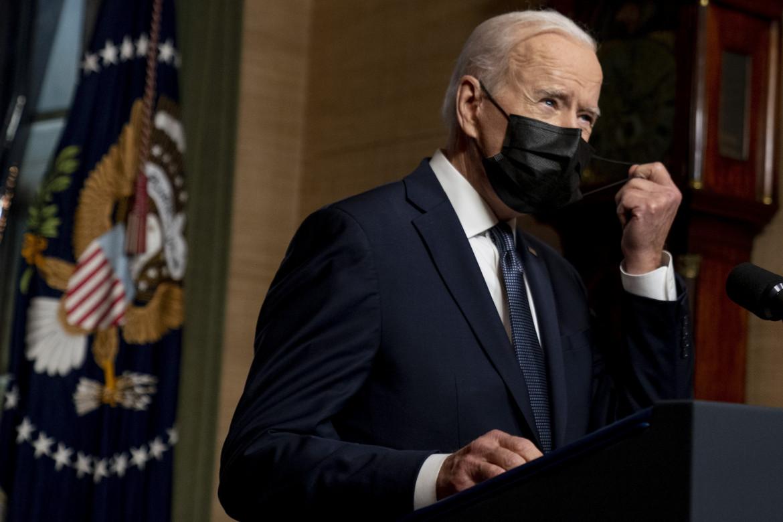 Biden annuncia la nuova posizione americana sui brevetti per i vaccini contro il Covid-19