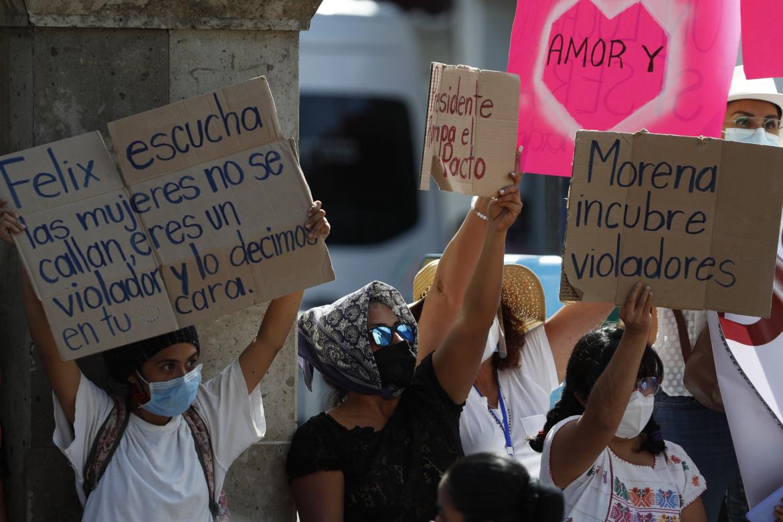 La protesta delle donne messicane contro l'ex sindaco Salgado Macedonio