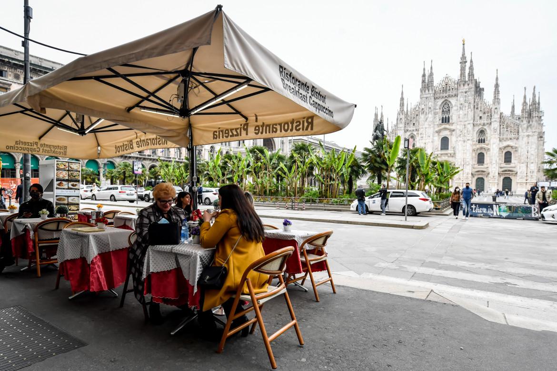 Milano, ristoranti aperti in piazza Duomo