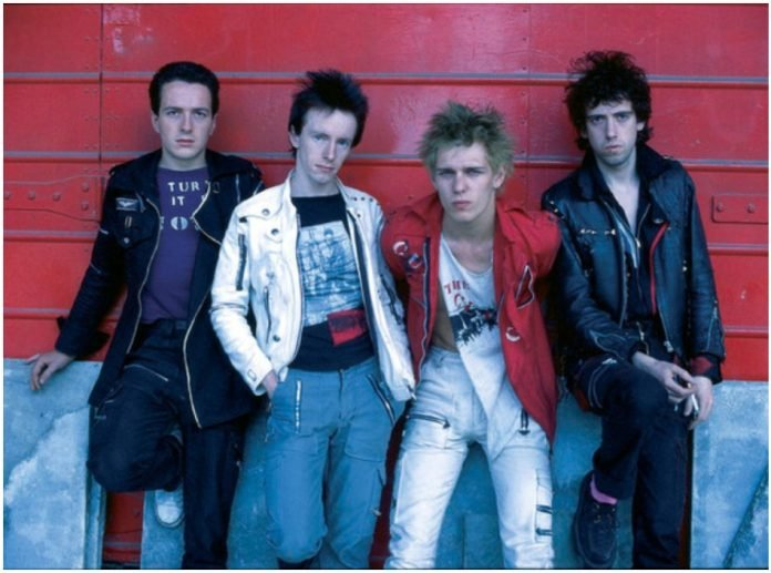 Da sinistra: Joe Strummer, Topper Headon, Paul Simonon, Mick Jones