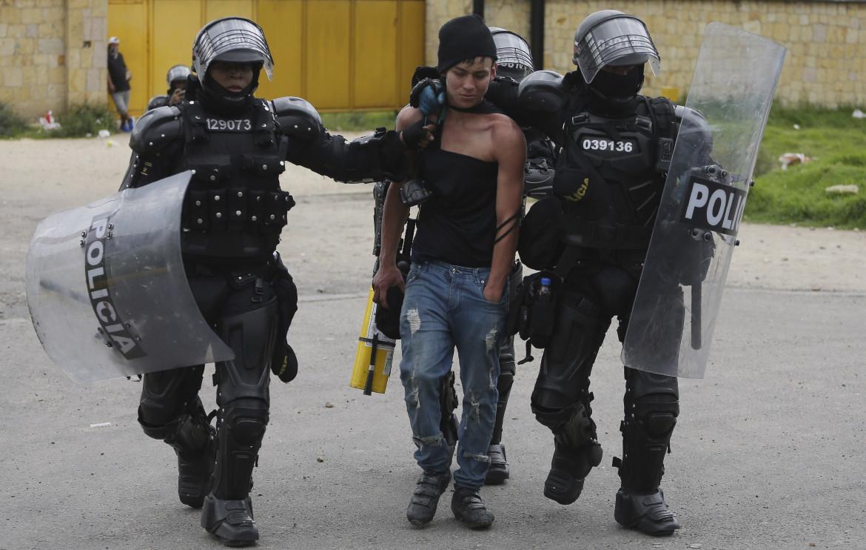 Un dimostrante arrestato a Gachancipa