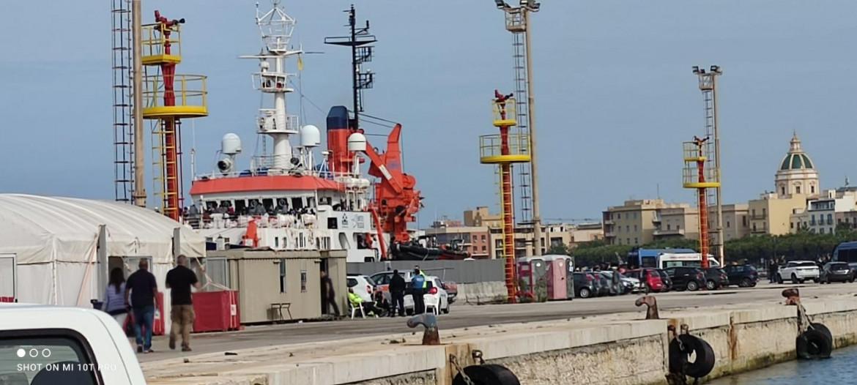 La Sea-Watch 4 ferma a Trapani