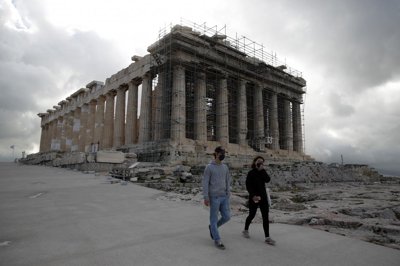 Riparte il turismo in Grecia, i visitatori tornano all'Acropoli di Atene