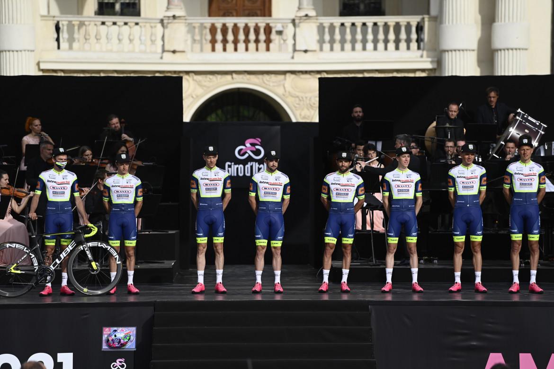 Giro d'Italia 2021, la presentazione delle squadre al Castello del Valentino