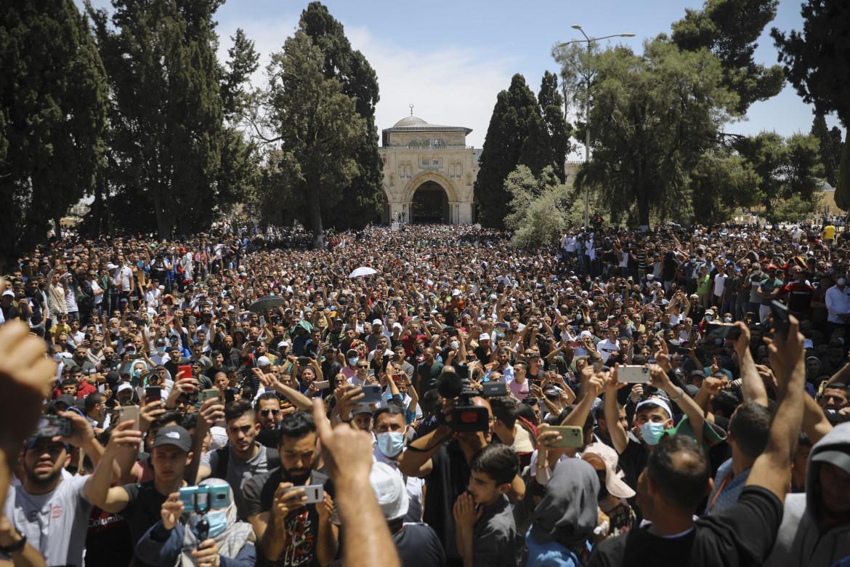 Gerusalemme. Fedeli sulla Spianata di al Aqsa per l'ultimo venerdì del Ramadan