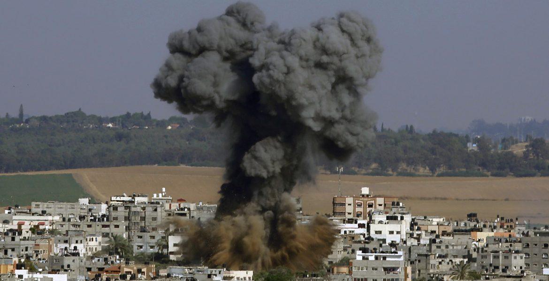 12desk1-gaza-bombe-ap-8285
