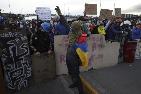 12est1-f02-colombia-protesta-ap