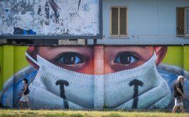Milano il murale allingresso di Quarto Oggiaro realizzato da Cosimo Cheone e dedicato ai medici dellospedale Sacco