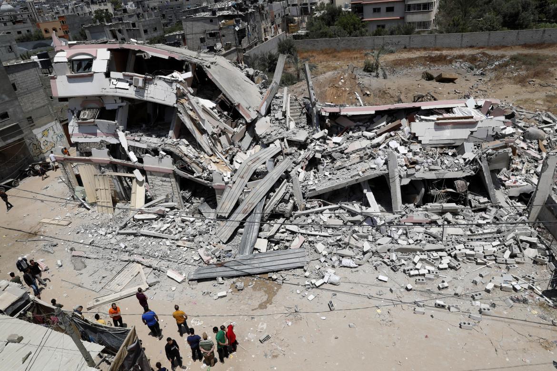 Gaza. Un palazzo distrutto dalle bombe israeliane