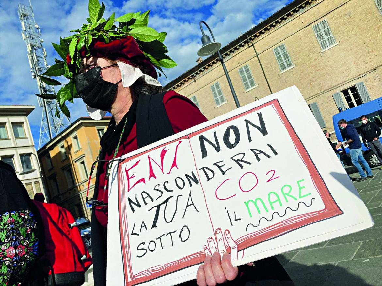 Protesta a Ravenna contro il sito di stoccaggio di CO2 in Adriatico