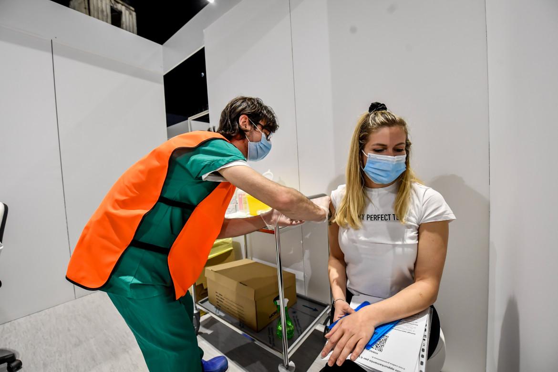 Hub vaccinale all'Hangar Bicocca di Milano