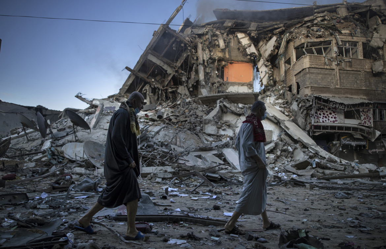 Macerie di un palazzo a Gaza bombardato dall'aviazione israeliana