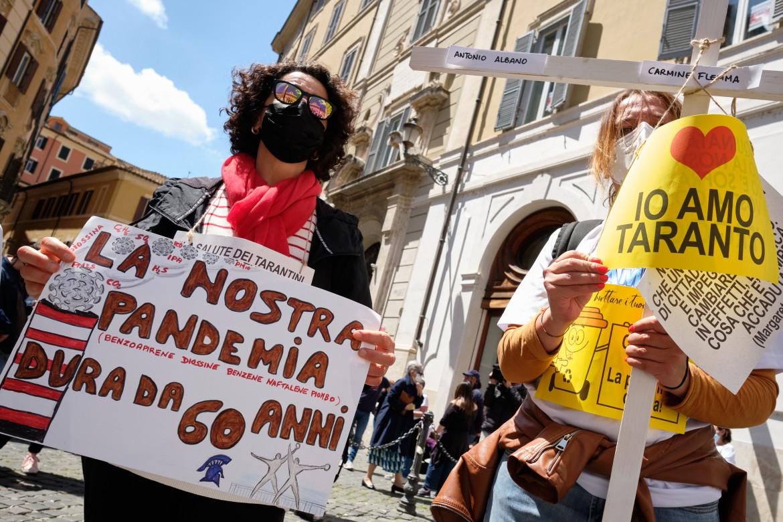 La manifestazione di associazioni tarantine sotto Montecitorio