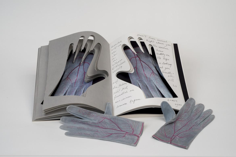 Meret Oppenheim, «Glove», 1985