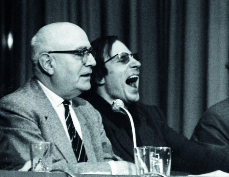 Theodor W. Adorno e Hans-Jürgen Krahl alla Buchmesse di Francoforte nel 1968