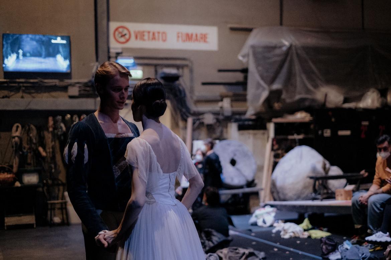 Una scena da Corpo di ballo - l'avventura di Giselle alla Scala