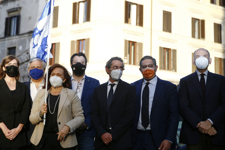 Enrico Letta con Salvini alla manifestazione pro Israele a Roma