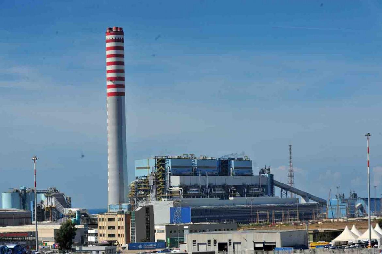 La centrale Enel di Torrevaldaliga Nord a Civitavecchia