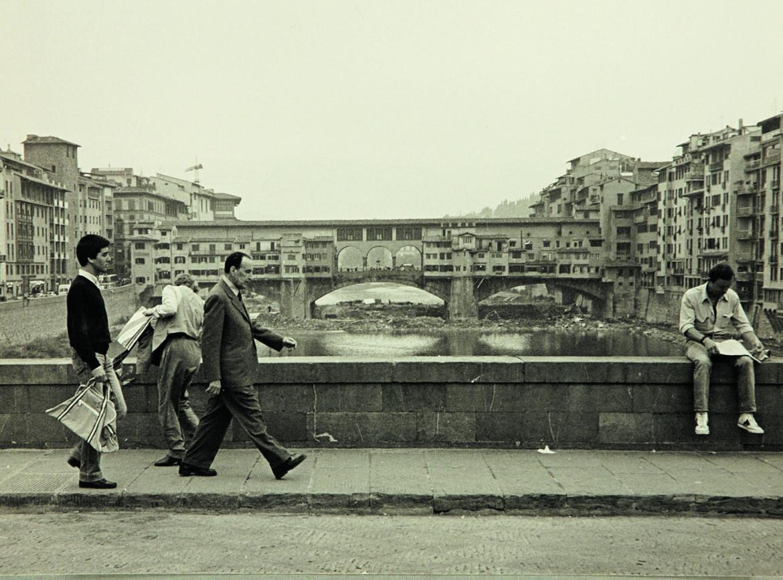 Alessandro Bonsanti  sul Ponte di Santa Trinita a Firenze
