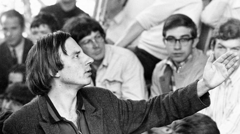 Hans-Jürgen Krahl interviene ad un'assemblea della Lega tedesca degli studenti socialisti (Sds) nel 1968