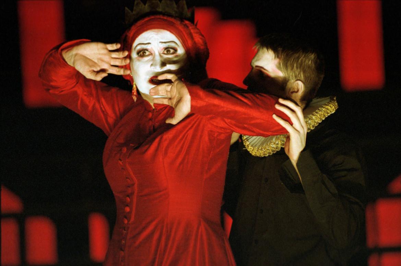 Jeanne Balibar e Philippe Girard in Le soulier de satin di Paul Claudel; messa in scena di Olivier Py, 2003, Théâtre National de Strasbourg