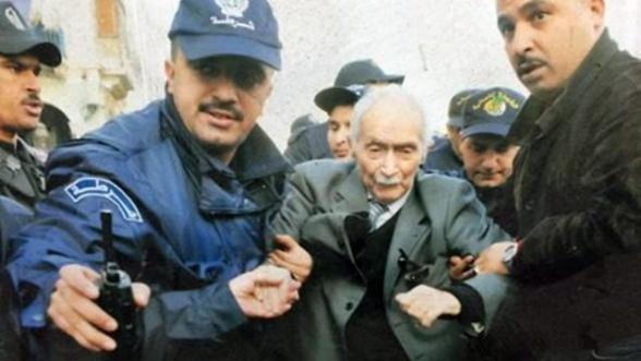 Ali Yahia Abdennour durante una manifestazione del movimento Hirak a Algeri